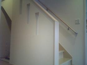 階段横にはニッチを設置。 ニッチ工事で室内を演出!! 殺風景になりがちな廊下もニッチにアイキャッチをかざれば華やかな廊下へと。