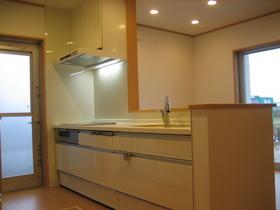 キッチンはもちろん対面キッチン☆ 使い勝手を考えスペースは充分な広さ!!