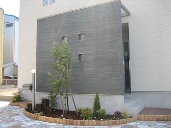 中庭とリビング階段が魅力のお家