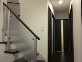 2階へ行きたくなる明るい階段