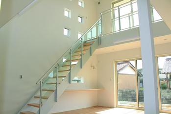 オープン階段の家