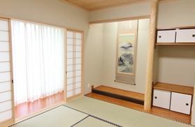 2間続きの和室は太陽の優しい光がたくさん入ります