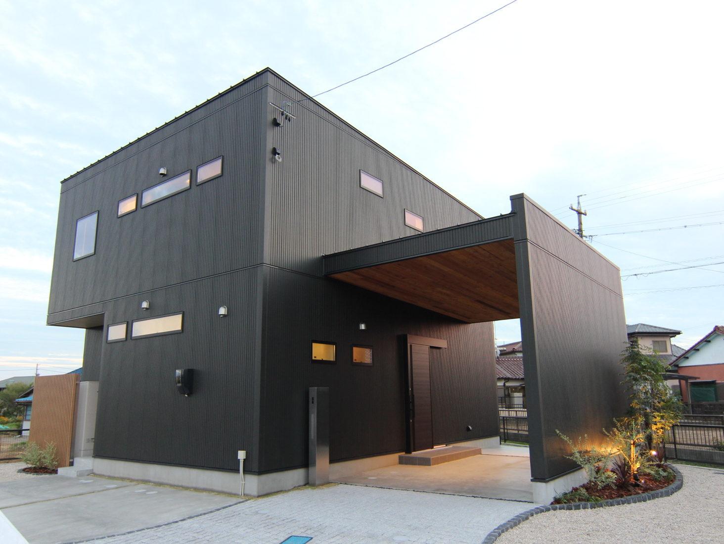 モダンな黒い家